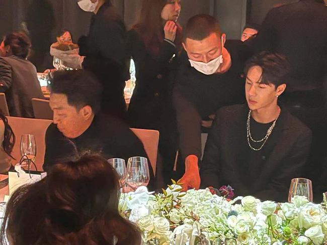 Dàn sao Hoa ngữ tham dự Đêm hội Vogue Film lộ nhan sắc thật qua hình chưa chỉnh sửa, liệu có hoàn hảo như nhiều người nghĩ? 4