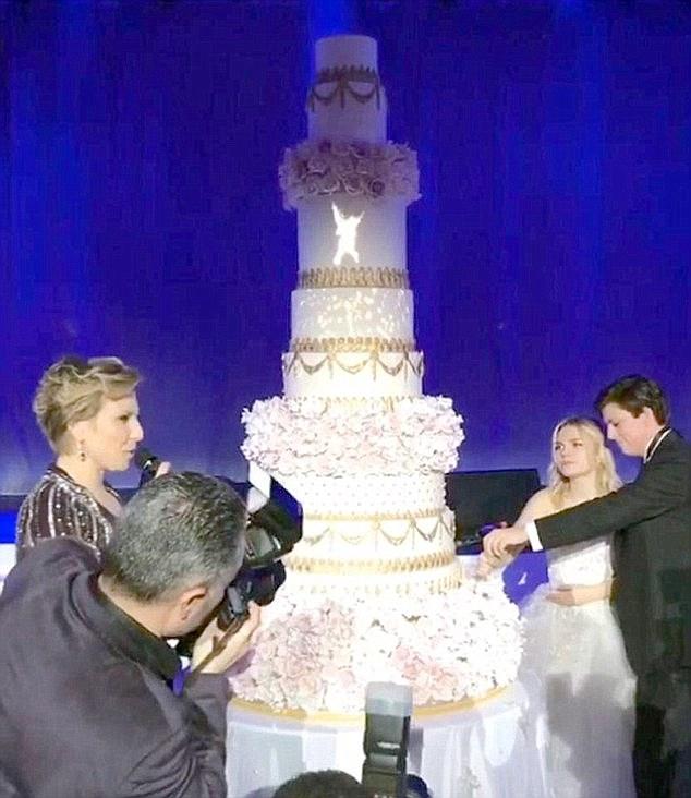 Chiếc bánh cưới hơn 3 tỷ đồng.