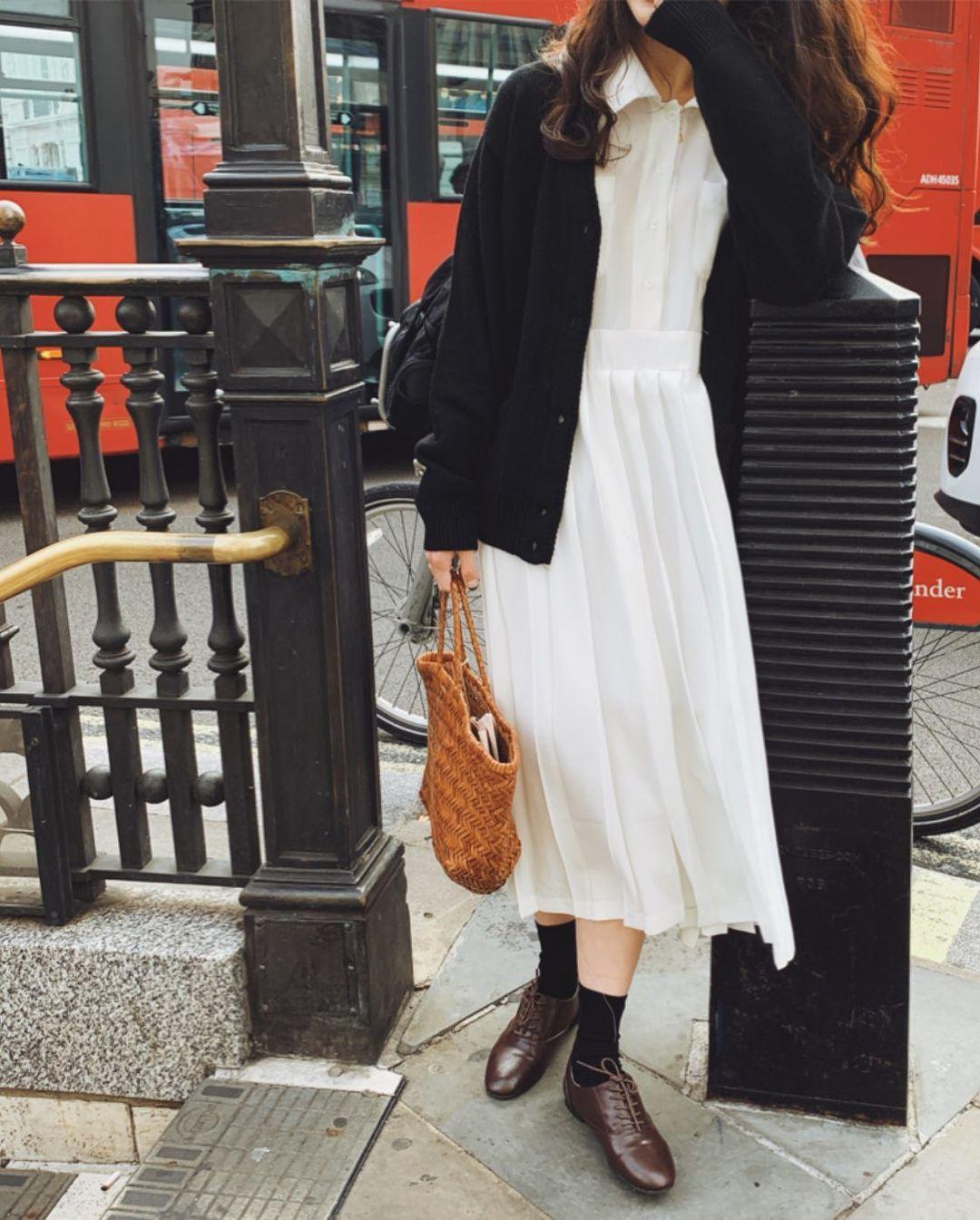 5 kiểu áo cứ khoác ngoài váy trắng là tạo nên set đồ xịn đẹp từ công sở ra phố 5