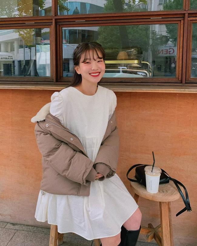 5 kiểu áo cứ khoác ngoài váy trắng là tạo nên set đồ xịn đẹp từ công sở ra phố 12