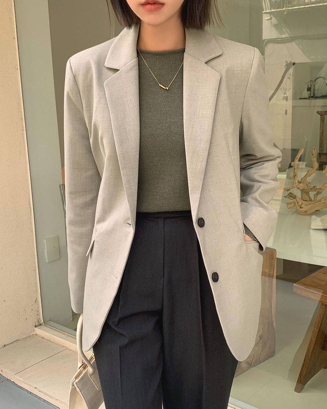 5 mẫu áo quá hợp để diện cùng blazer, bạn cần biết hết để không bao giờ thất bại trong chuyện mặc đẹp 5