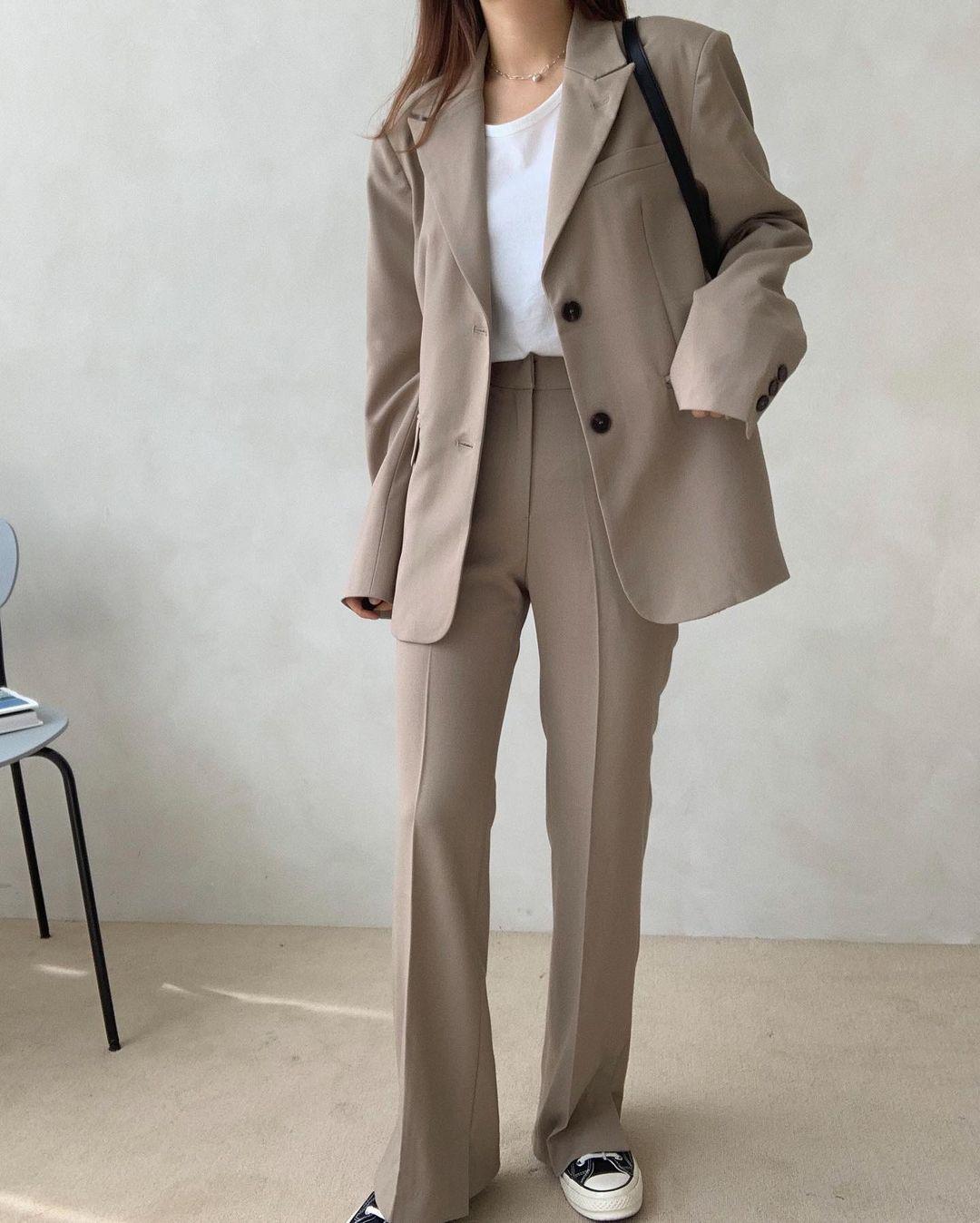 5 mẫu áo quá hợp để diện cùng blazer, bạn cần biết hết để không bao giờ thất bại trong chuyện mặc đẹp 12