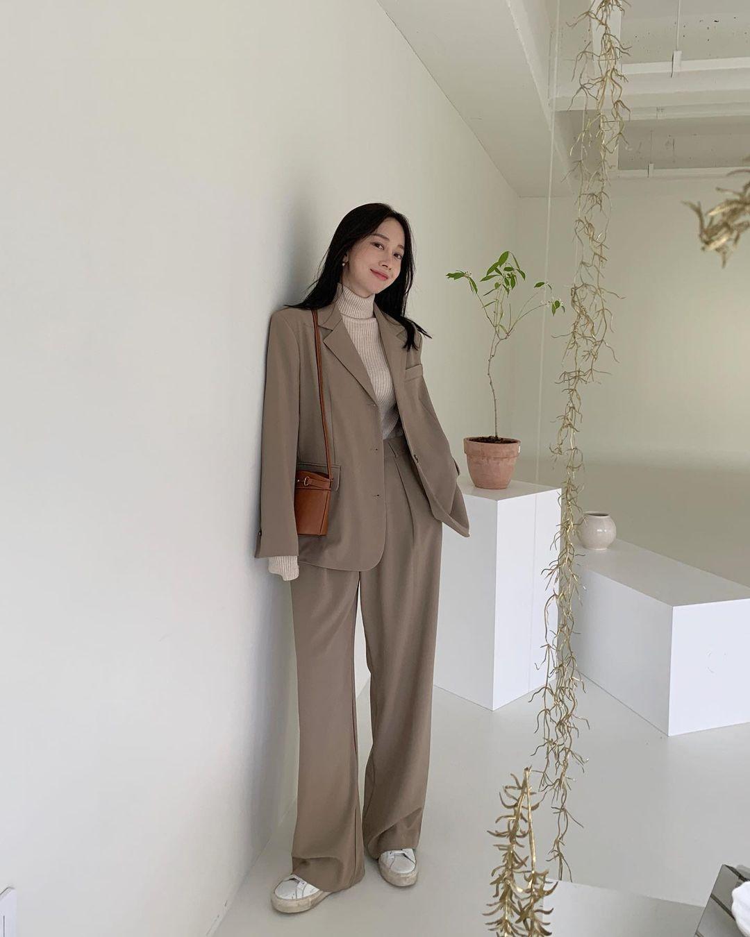 5 mẫu áo quá hợp để diện cùng blazer, bạn cần biết hết để không bao giờ thất bại trong chuyện mặc đẹp 16
