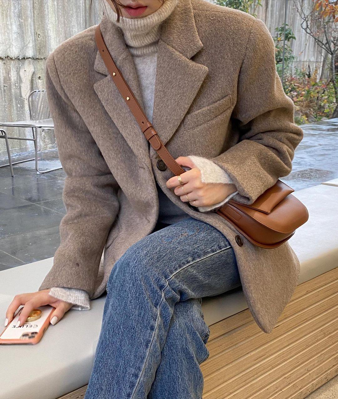 5 mẫu áo quá hợp để diện cùng blazer, bạn cần biết hết để không bao giờ thất bại trong chuyện mặc đẹp 18