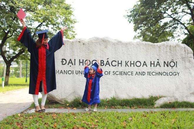 Loạt ảnh mẹ và con gái cùng dự lễ tốt nghiệp Đại học khiến ai nấy thích thú, nào ngờ chuyện phía sau rất buồn 2