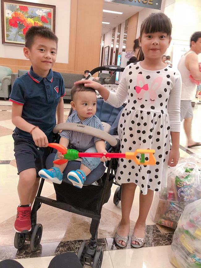 Tết Trung thu, bà bầu Hằng Túi dắt cả đàn con đi dạo phố, Meo Meo đi du lịch Thái Lan cùng con trai cưng 0