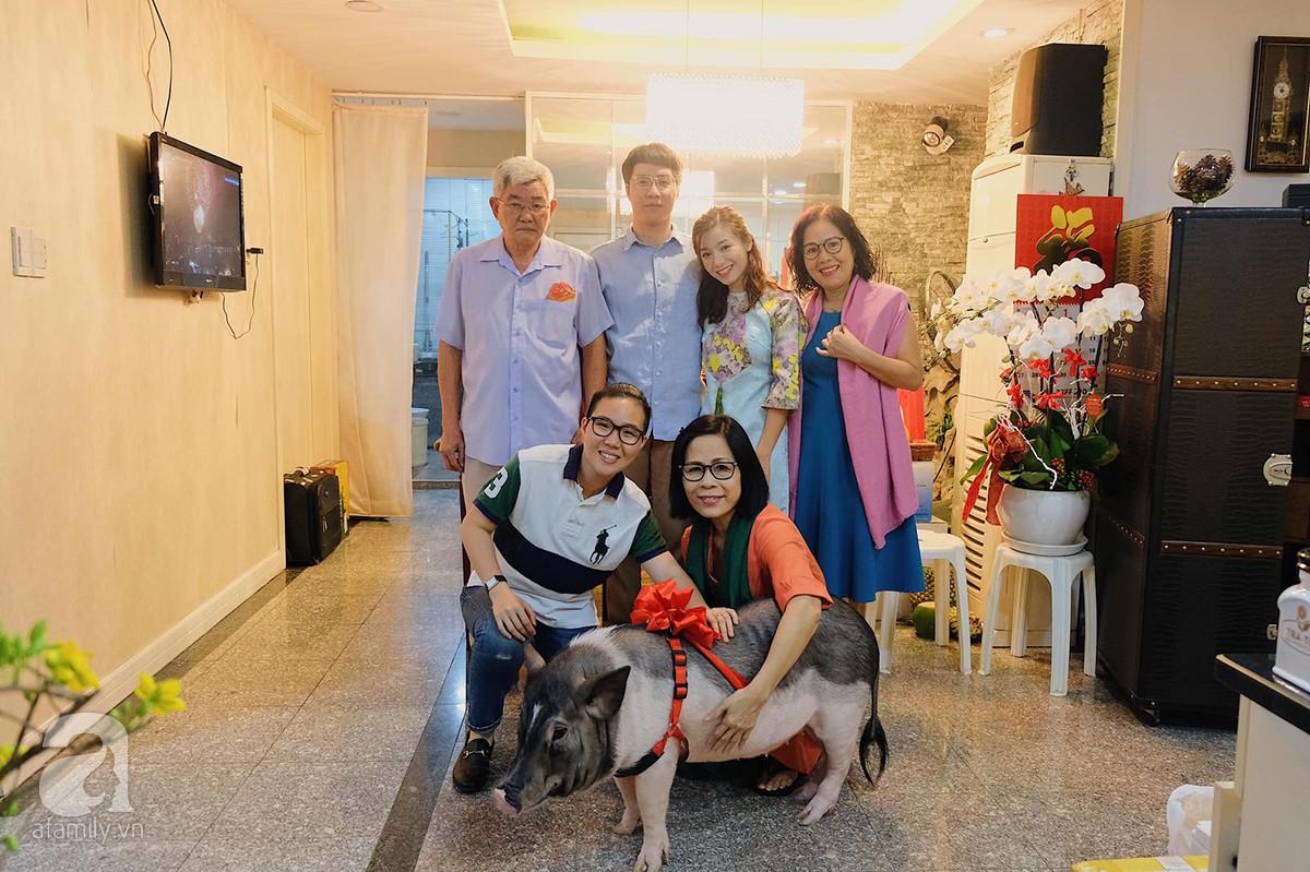 Gia đình ở Sài Gòn nuôi chú heo nặng gần 60kg, thực đơn riêng có tôm càng, xúc xích Đức, tổ yến 0