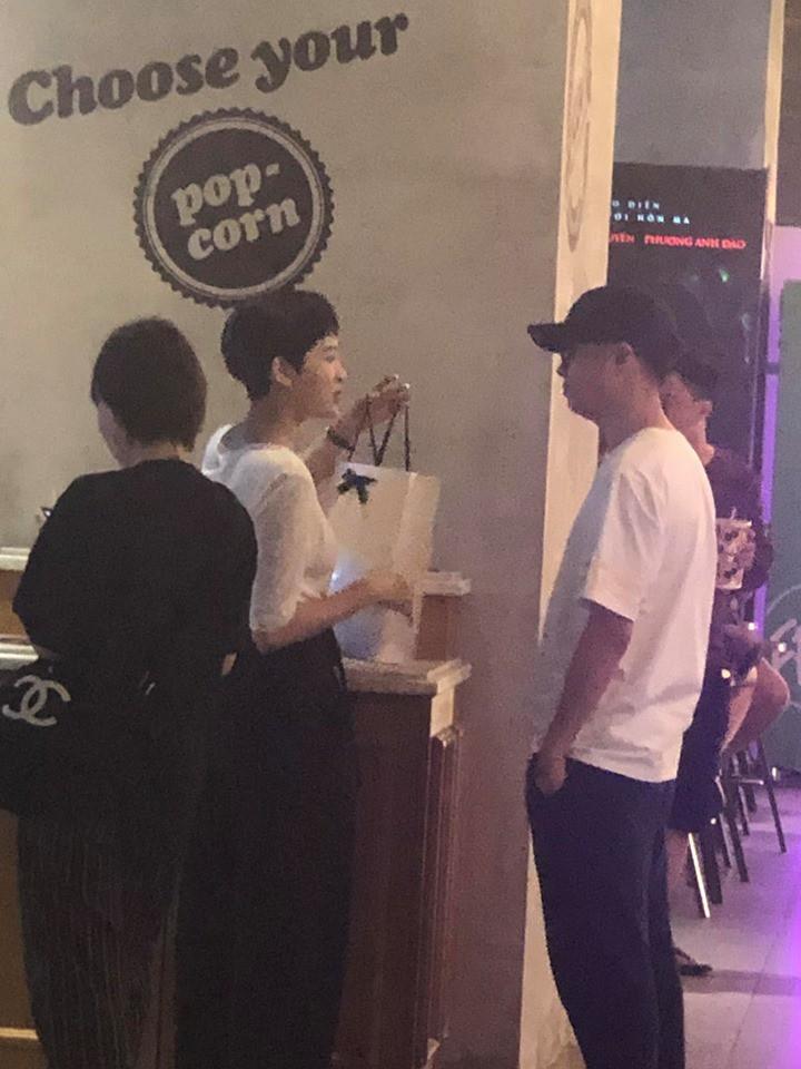 Không còn là nghi vấn, Hiền Hồ bị bắt gặp hẹn hò đi xem phim đêm cùng Bùi Anh Tuấn 2