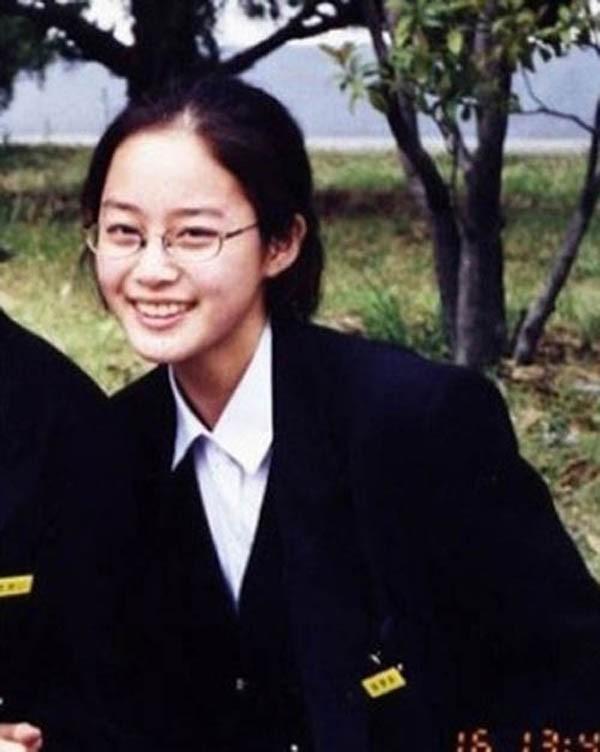 Kim Tae Hee đã nổi tiếng xinh đẹp từ khi còn là nữ sinh.