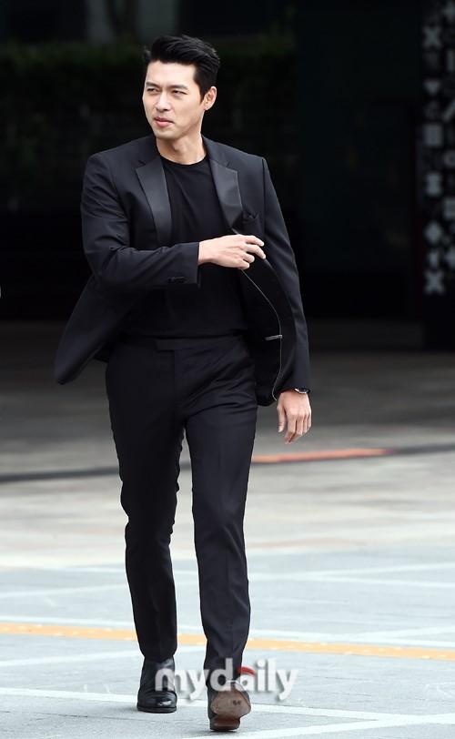 'Tình cũ Song Hye Kyo' - Hyun Bin xuất hiện đẹp trai và phong động ở tuổi 37 4