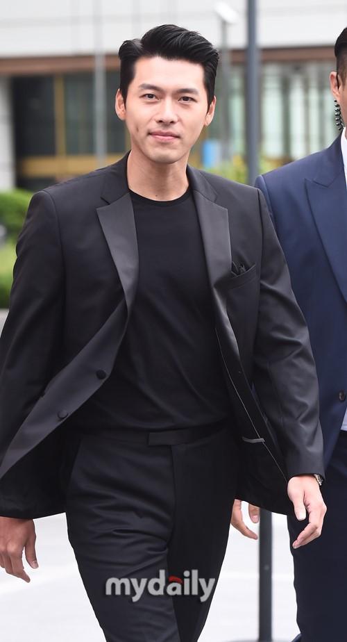 'Tình cũ Song Hye Kyo' - Hyun Bin xuất hiện đẹp trai và phong động ở tuổi 37 2