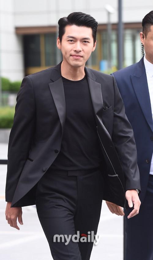'Tình cũ Song Hye Kyo' - Hyun Bin xuất hiện đẹp trai và phong động ở tuổi 37 1