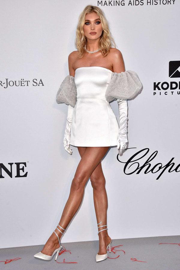Chiếc váy này đã được siêu mẫu Elsa Hosk mặc tại Gala AmfAR tại Cannes 2019. Chiếc váy dáng coktail đơn giản này có giá là 89,99 USD đến từ thương hiệu bình dân Lizdress.