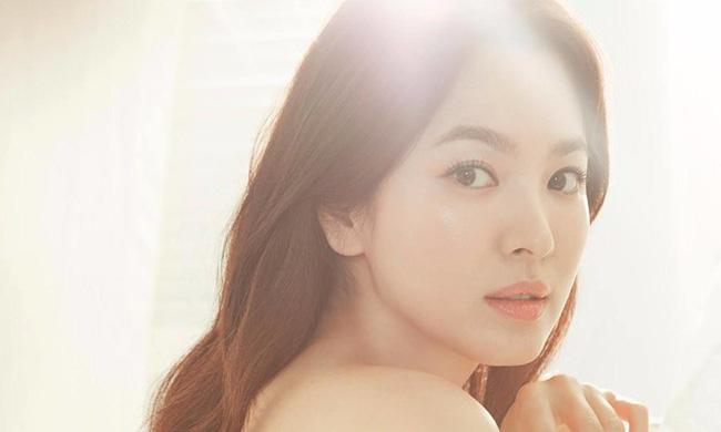 Vừa được báo Anh bình chọn là mỹ nhân hàng đầu Hàn Quốc, Song Hye Kyo lại nhận mưa lời khen vì hành động này 1