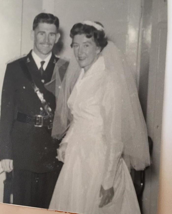 Có thể thấy rõ nét xinh đẹp khả ái của bà nội Côn Lăng trong bức ảnh cưới đen trắng ngày xưa