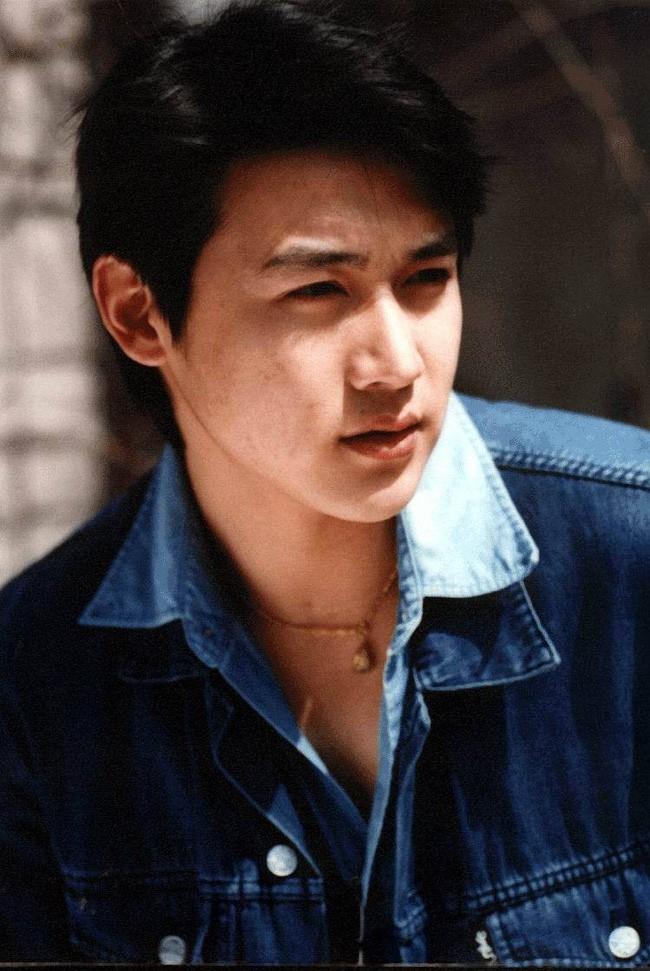 Lục Nghị - Mỹ nam hàng đầu Trung Quốc: Mối tình 20 năm suýt lung lay vì tin đồn ngoại tình với Phạm Băng Băng 1