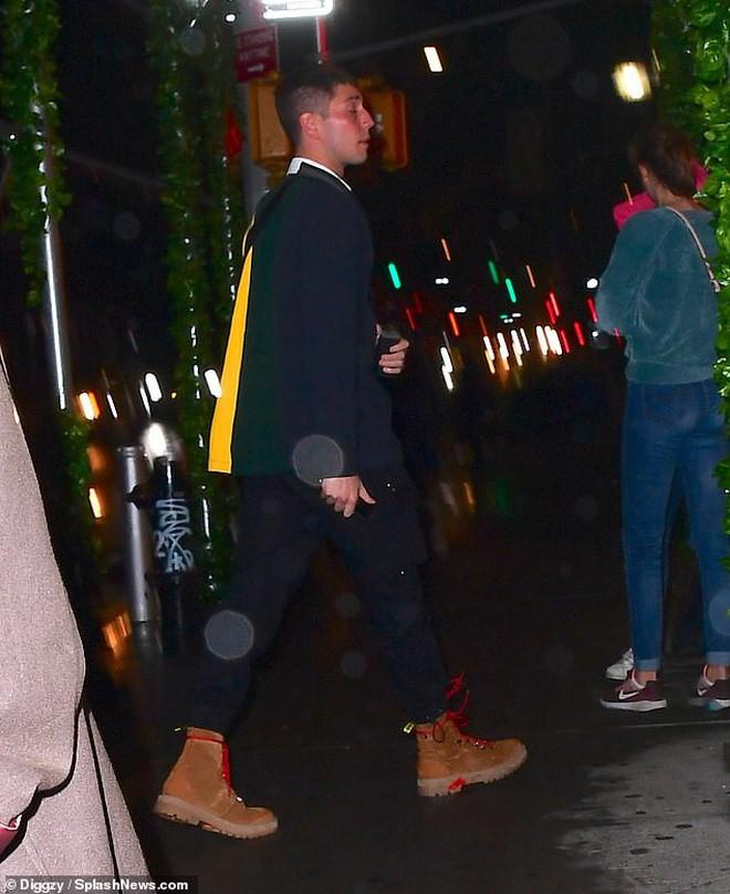 Vừa trách Justin Bieber, Selena Gomez lại lộ ảnh quay về hẹn hò giám đốc thời trang giàu có? 3