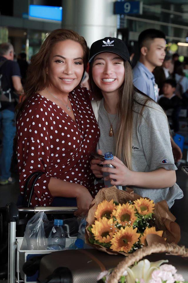 Con gái nữ danh ca Thanh Hà có vẻ đẹp lai Tây giống hệt mẹ.