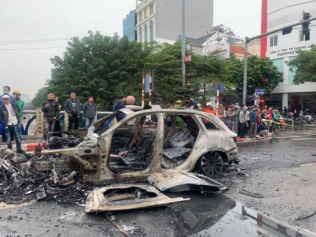Hiện trường vụ ô tô gây tai nạn liên hoàn.