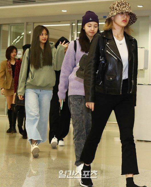Loạt sao trở về Hàn sau đêm 'AAA 2019' gây tranh cãi tại Việt Nam: Lộ rõ gương mặt mệt mỏi! 23