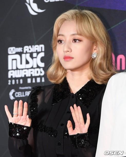 Hình ảnh vô hồn Jihyo tại thảm đỏ MAMA 2019