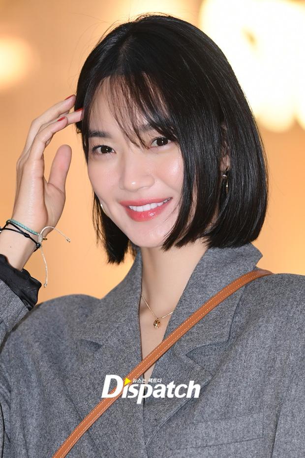 Shin Min Ah trông vẫn rất trẻ trung với mái tóc ngắn dù đã bước sang tuổi 35.