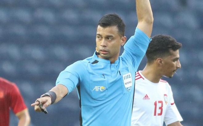 Góc lý giải: Vì sao cầu thủ U23 UAE để bóng chạm tay trong vòng cấm nhưng Việt Nam không có phạt đền? 0