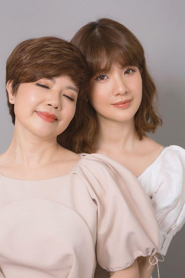 Cô con gái Huyền Trang thừa hưởng hết những nét xinh đẹp từ mẹ Ngọc Huyền.