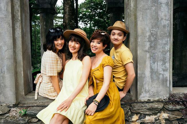 Huyền Trang cũng đã ly hôn chồng và hiện đang sống độc thân.
