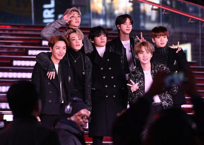 BTS chính thức bắt đầu những chuỗi ngày chỉ toàn kỷ lục, thành tựu và những lần đầu tiên.