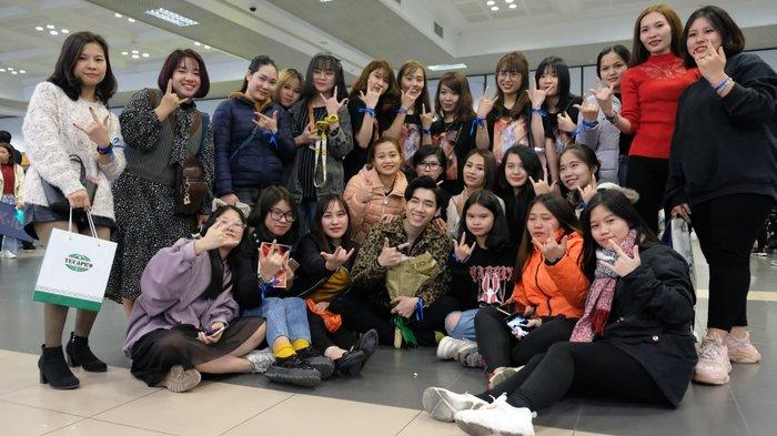 Fan K-ICM 2 đầu cầu Hà Nội và TP.HCM đến sân bay giữa đêm, bịn rịn gặp mặt thần tượng trước thềm Xuân mới 6
