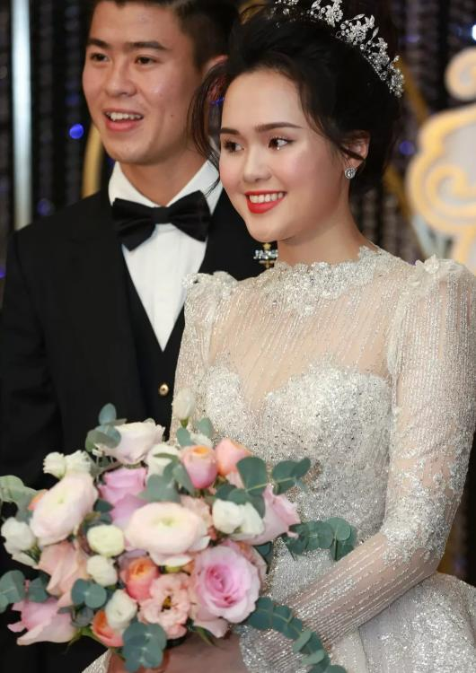 Liều lĩnh chọn phong cách make up chưa từng có tiền lệ tại Vbiz, Quỳnh Anh trở thành cô dâu đi đầu xu hướng hot hit nhất 2020 5