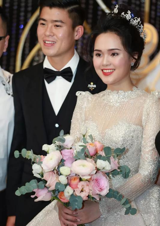 Liều lĩnh chọn phong cách make up chưa từng có tiền lệ tại Vbiz, Quỳnh Anh trở thành cô dâu đi đầu xu hướng hot hit nhất 2020 6