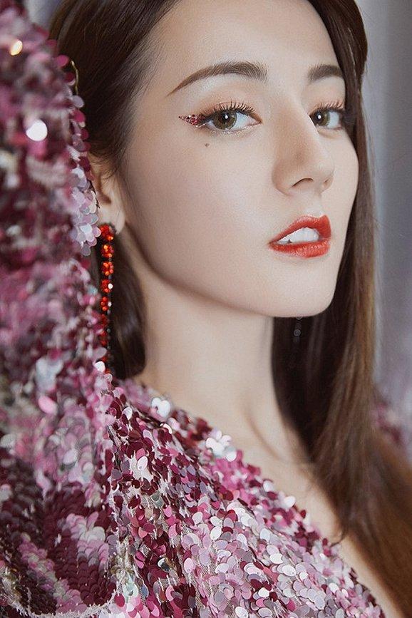 Liều lĩnh chọn phong cách make up chưa từng có tiền lệ tại Vbiz, Quỳnh Anh trở thành cô dâu đi đầu xu hướng hot hit nhất 2020 12