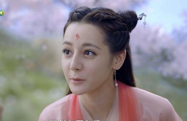 Trong 10 tập đầu tiên, Địch Lệ Nhiệt Ba liên tục bị chê bai nhan sắc.