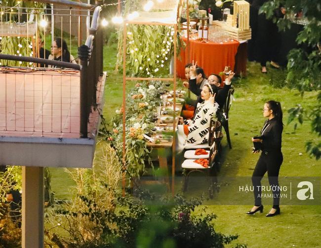 Không gian tiệc cưới ấm cúng của vợ chồng Tóc Tiên
