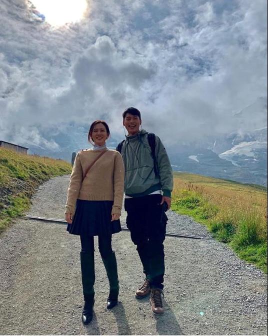 Rộ tin đồn Hyun Bin và Kang Sora tái hợp, còn lộ bằng chứng theo chân bạn trai sang tận Thụy Sỹ? 8