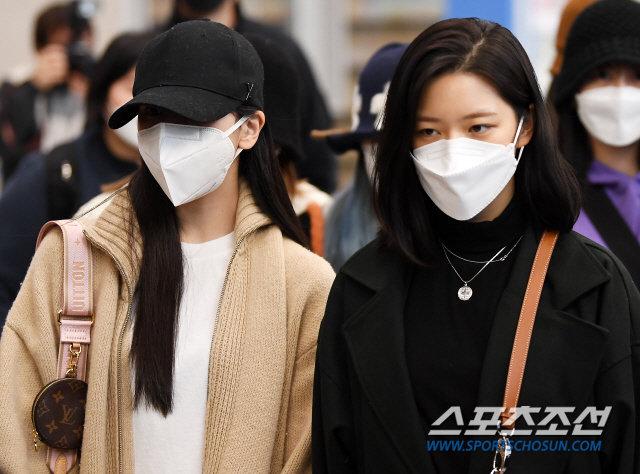 Knet xua đuổi vì Mina (TWICE) cố tỏ ra tiều tụy, Jihyo - Jungyeon nắm chặt tay bảo vệ 1