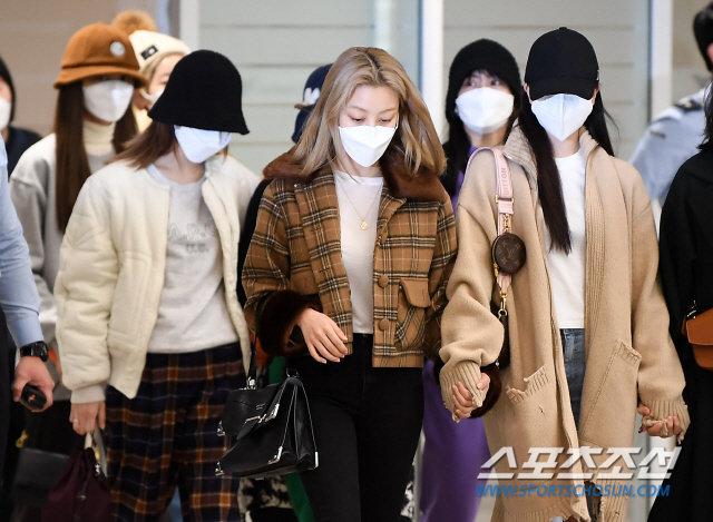 Knet xua đuổi vì Mina (TWICE) cố tỏ ra tiều tụy, Jihyo - Jungyeon nắm chặt tay bảo vệ 5