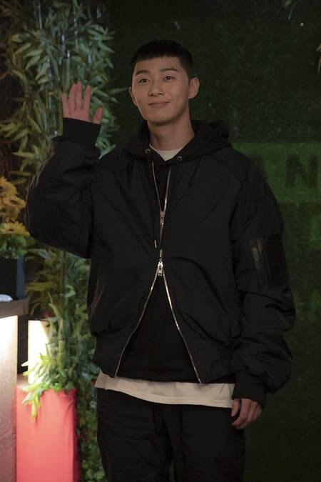 Park Seo Joon hoãn lời hứa đi uống nước với fan vì Covid-19 0