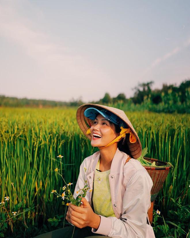 Nụ cười tự nhiên, mộc mạc của Hoa hậu Hoàn vũ Việt Nam 2017