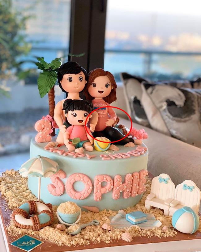 Chi tiết người mẹ mang bầu trên chiếc bánh sinh nhật của con gái Đặng Thu Thảo đã ngầm tiết lộ việc cô mang thai lần 2