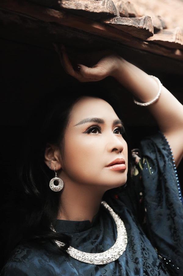 Nhan sắc của chị được đánh giá là vượt thời gian mà vẫn giữ được nét riêng không hề nhạt nhòa lẫn vào với những mỹ nhân Việt khác.