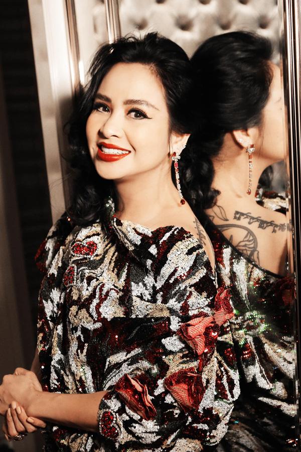 Bước qua cuộc hôn nhân thất bại với nhạc sĩ Quốc Trung, Thanh Lam vẫn yêu và đằm thắm như vậy. Chị vẫn luôn xinh đẹp trong mắt khán giả bởi sự tự tin tự đem lại hạnh phúc cho chính mình.