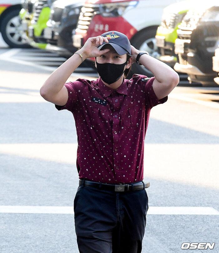 'Hoàng tử châu Á' Jang Geun Suk xuất ngũ, sao 'Quân vương bất diệt' Woo Do Hwan nhập ngũ sớm 4