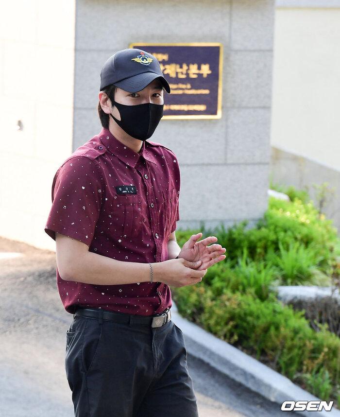'Hoàng tử châu Á' Jang Geun Suk xuất ngũ, sao 'Quân vương bất diệt' Woo Do Hwan nhập ngũ sớm 5