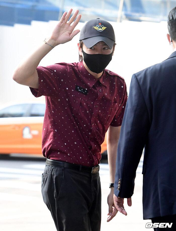 'Hoàng tử châu Á' Jang Geun Suk xuất ngũ, sao 'Quân vương bất diệt' Woo Do Hwan nhập ngũ sớm 10