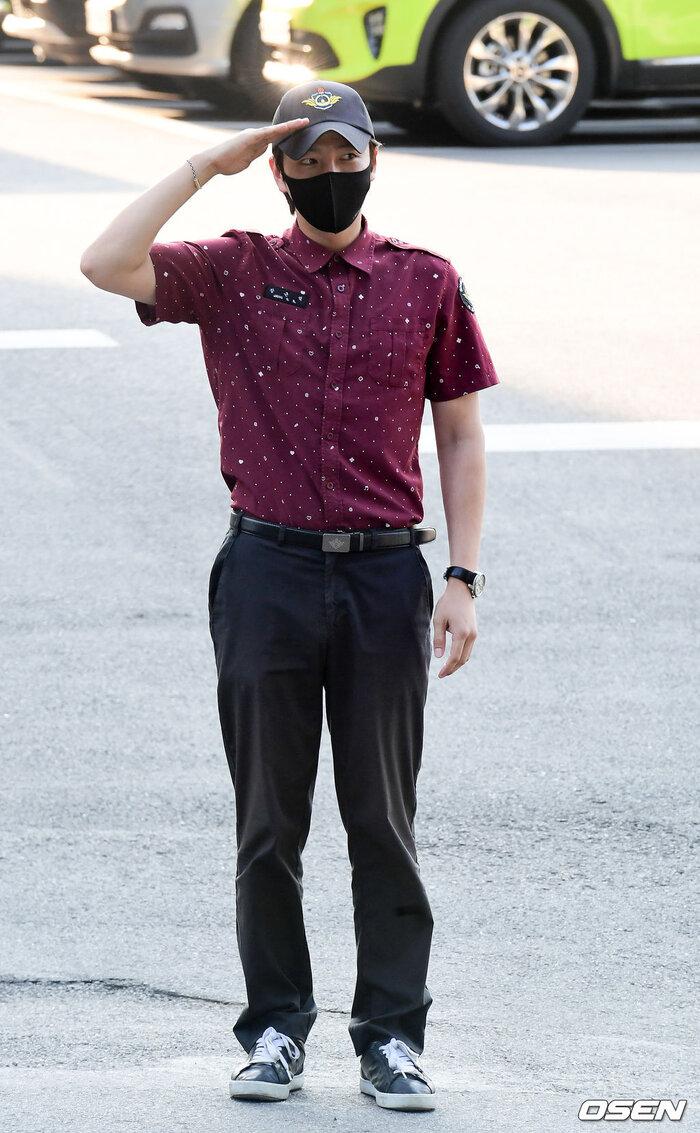 'Hoàng tử châu Á' Jang Geun Suk xuất ngũ, sao 'Quân vương bất diệt' Woo Do Hwan nhập ngũ sớm 7