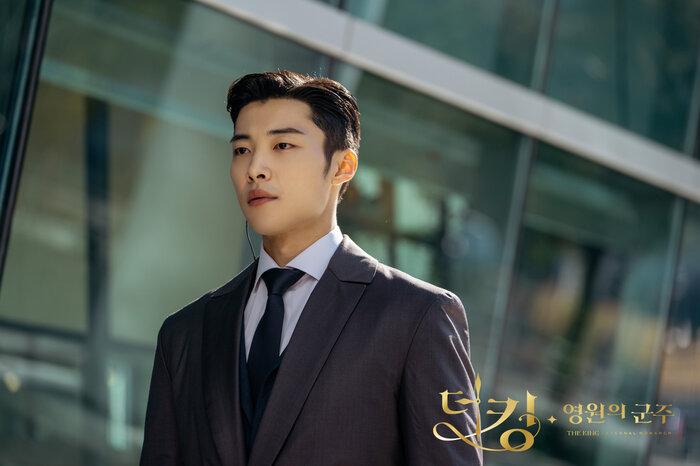 'Hoàng tử châu Á' Jang Geun Suk xuất ngũ, sao 'Quân vương bất diệt' Woo Do Hwan nhập ngũ sớm 14