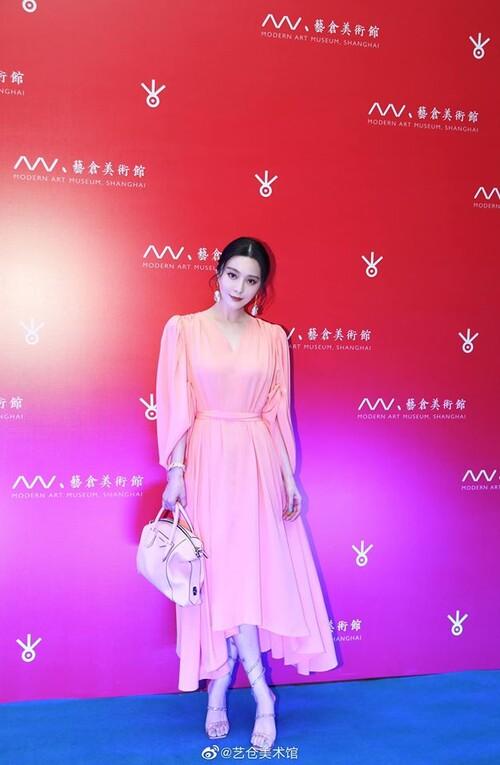 Phạm Băng Băng diện cây hàng hiệu hơn 1,5 tỷ đồng chỉ để dự triển lãm nghệ thuật 1